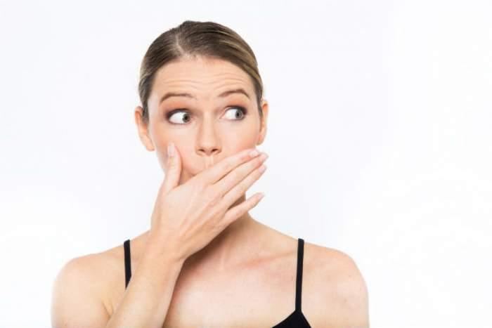 Ce să faci seara ca să nu îţi miroasă gura dimineaţa când te trezeşti