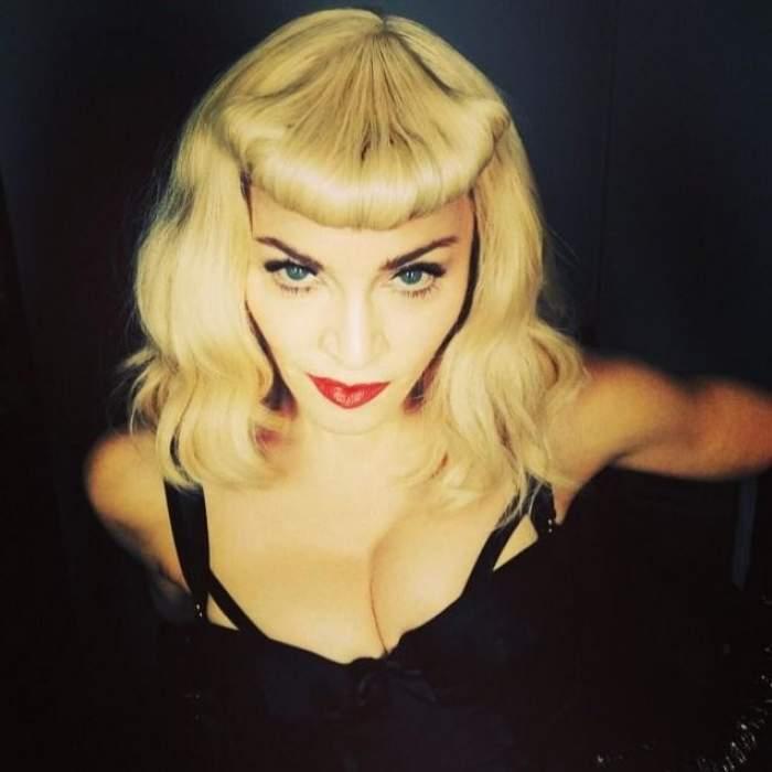 VIDEO / Madonna a făcut-o lată! Artista şi-a arătat POSTERIORUL pe covorul roşu