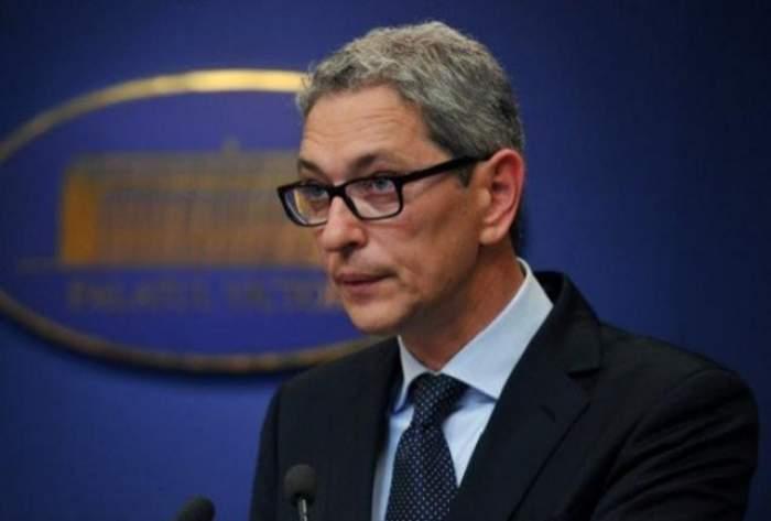 """Consulul general al României la Capetown nu mai are bani pentru copii! Vezi cum o """"fentează"""" Andrei Zaharescu pe Andreea Berecleanu!"""