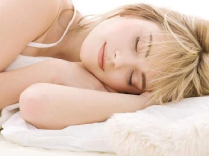 INCREDIBIL! Ce spune poziţia în care dormi despre tine
