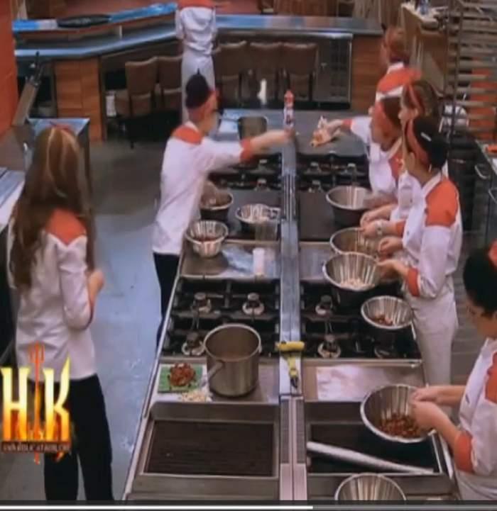 """VIDEO / Scandal monstru la """"Hell's Kitchen - Iadul bucătarilor"""". Juraţii, obligaţi să taie în carne vie"""