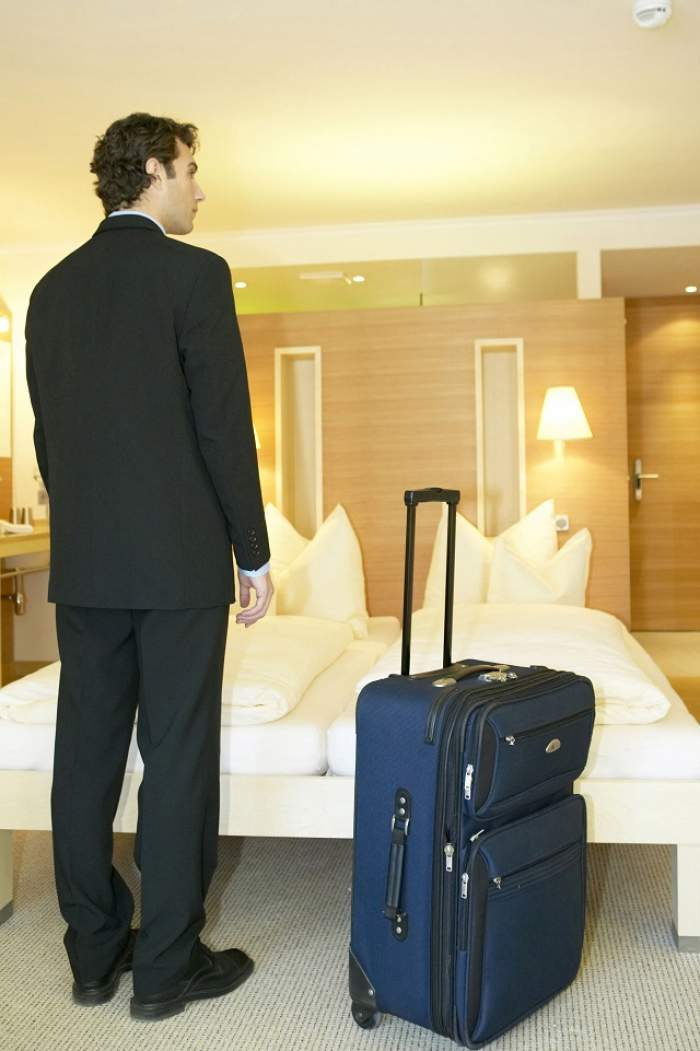 Incredibil! Ce au găsit autorităţile în valiza unui bărbat