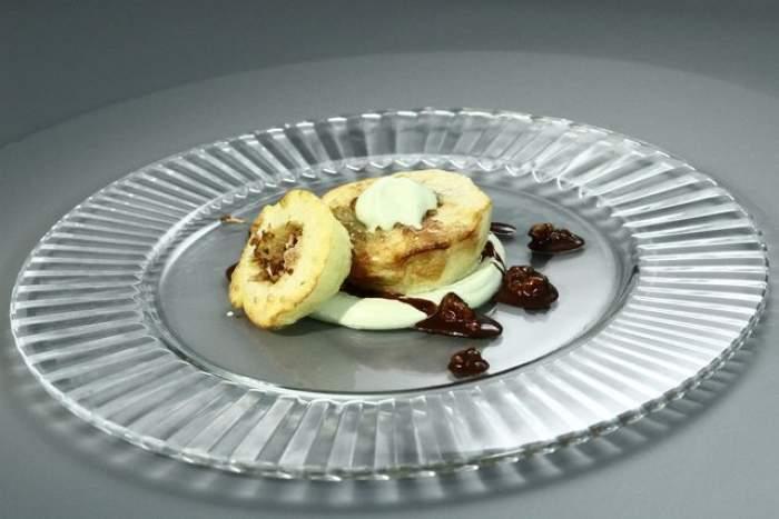 Reţeta zilei - joi:  Desert cu măr, nucă şi migdale! Gustos şi uşor de preparat! Şi un copil îl poate face
