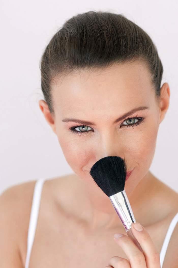 Cum să îţi micşorezi nasul cu ajutorul machiajului? Durează câteva secunde, iar rezultatele sunt vizibile