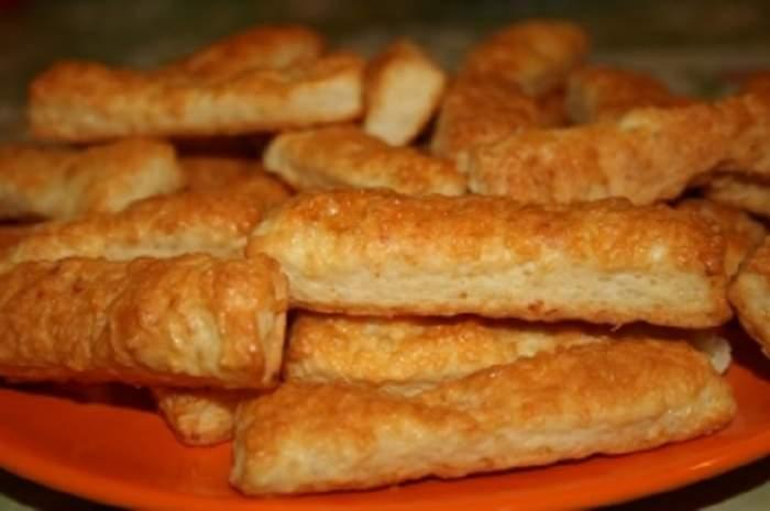 REŢETA ZILEI - MARŢI: Sărăţele cu brânză! Gustoase şi uşor de preparat
