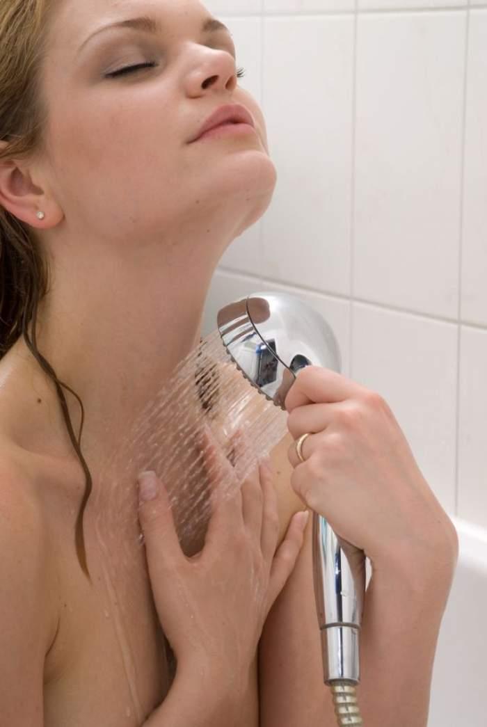 Îţi faci duş cu apă caldă? Şase motive pentru care nu ar trebui să mai faci asta