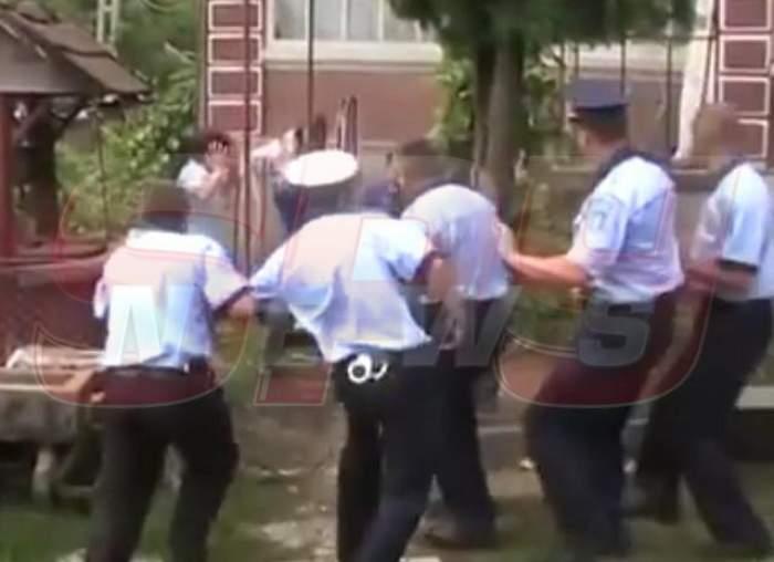 VIDEO Aceasta este o intervenţie a Poliţiei care a împărţit ţara în două!