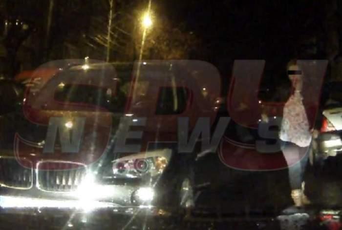 VIDEO Atenţie, blondă la volan! Şoferiţă filmată într-o situaţie jenantă!