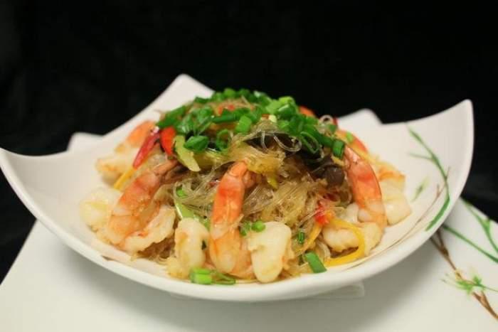 Reţeta zilei - Miercuri:  Paste Singapore recomandate de Chef Cătălin Scărlătescu