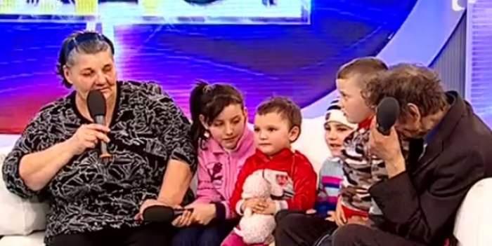 """VIDEO / Reacţia incredibilă a mamei care şi-a părăsit cei patru copii: """"Pentru ei muncesc!"""""""