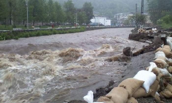 România, sub ape! COD GALBEN de inundaţii!