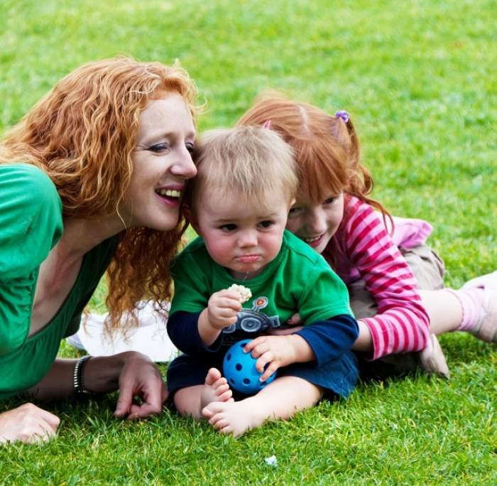 Veşti bune pentru toate mamele din România! Ce a decis Guvernul