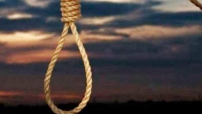 Gest şocant! Un adolescent de 15 ani s-a sinucis în curtea casei