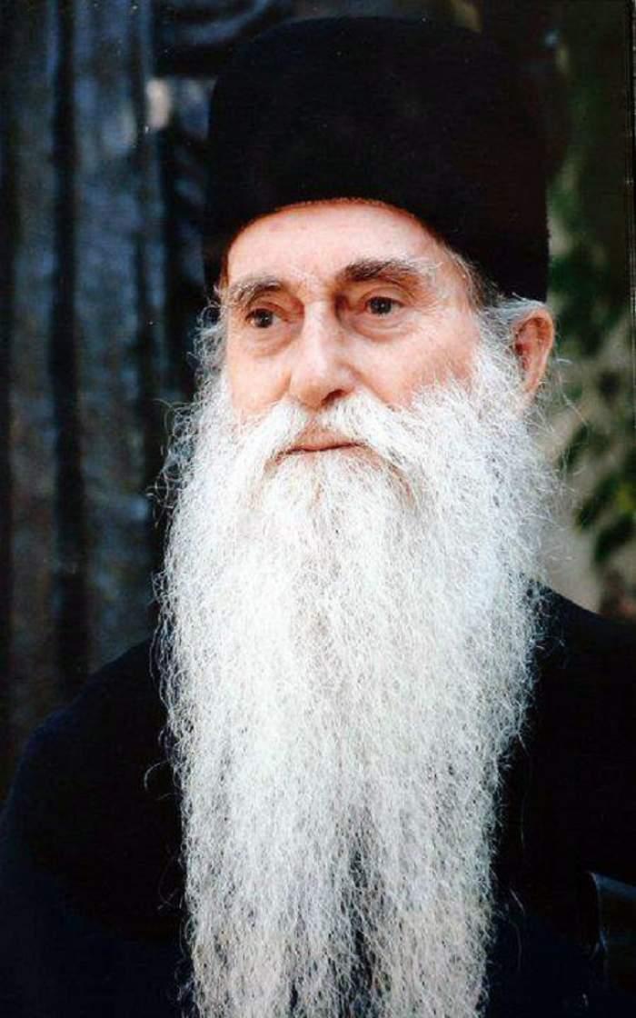 FOTO / Minune la mormântul părintelui Arsenie Papacioc! Credincioşii au rămas mască!