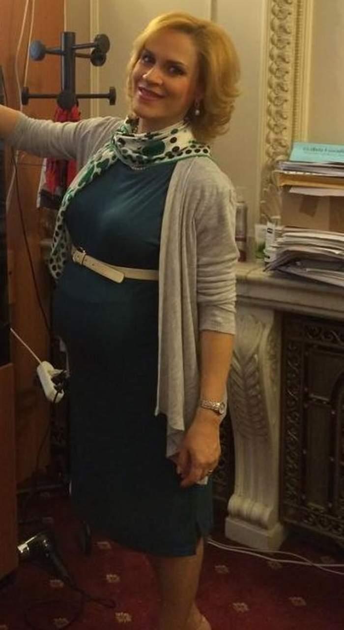 FOTO / Gabriela Firea, ultra activă în ultima lună de sarcină! A fost naşă de cununie!
