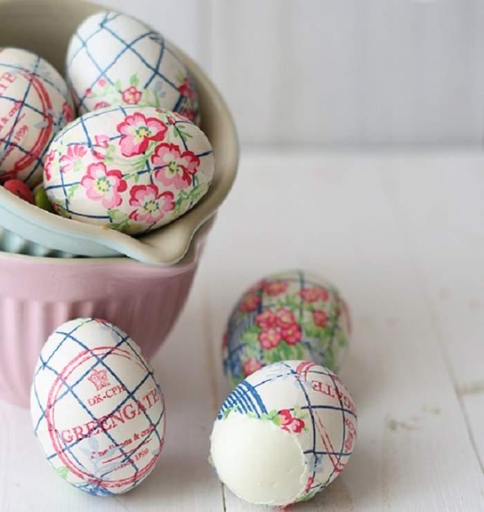 VIDEO / INEDIT! Cum decorezi ouăle de Paşti cu un simplu şerveţel