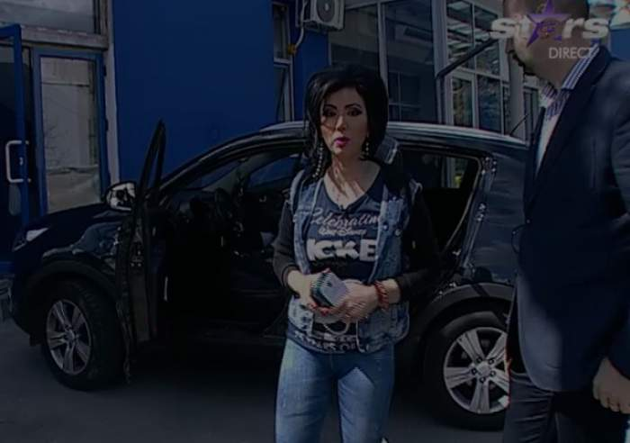 VIDEO / ŞOC! Adriana Bahmuţeanu şi-a verificat maşina de microfoane, în direct