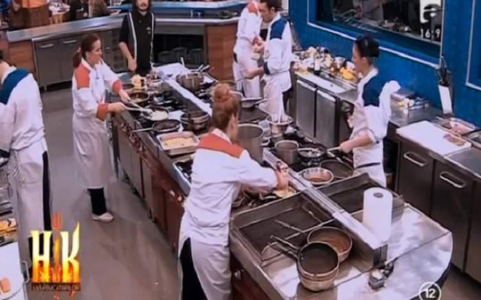 """VIDEO / Situaţie tensionată în bucătăria de la """"Hell's Kitchen - Iadul Bucătarilor""""! Un concurent şi-a împins colega"""