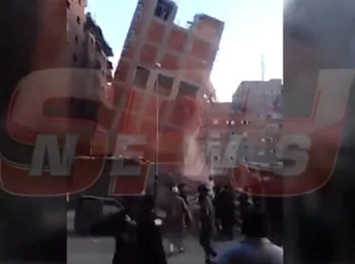 VIDEO ŞOCANT! O clădire din Nepal s-a prăbuşit peste oamenii care ţipau şi fugeau din calea urgiei! Totul a fost filmat