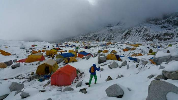 Ultimele veşti despre cei patru alpinişti români de TOP de pe Everest