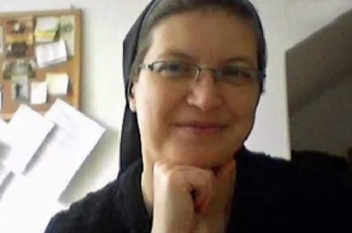 ŞOCANT! O profesoară de religie a băgat un cui în mâna unui elev pentru Iisus