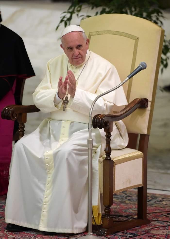 Joia Mare: Papa Francisc a mers la o închisoare din Roma şi a spălat picioarele a 12 deţinuţi