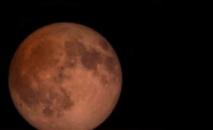 Un fenomen rar o să aibă loc pe 4 aprilie! Vezi cum ne influenţează Luna Sângerie