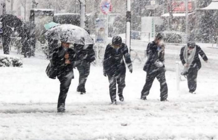 Ninsorile de aprilie fac prăpăd în nordul ţării! Drumuri blocate, accidente şi grade puţine în termometru