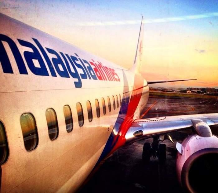 Un avion Malaysia Airlines a aterizat de urgenţă pe aeroportul din Melbourne! Un motor a LUAT FOC!
