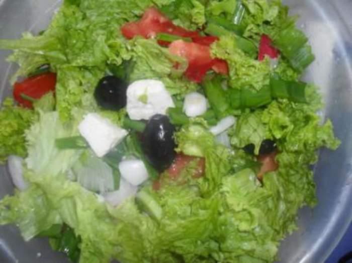 Secretul simplu pentru ca o salată să fie și mai sănătoasă