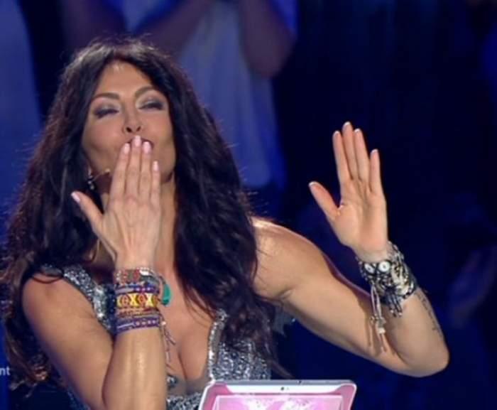 """Mihaela Rădulescu a comis-o din nou! """"Eşti unul dintre bărbaţii pe care nu regret că i-am sărutat!"""""""