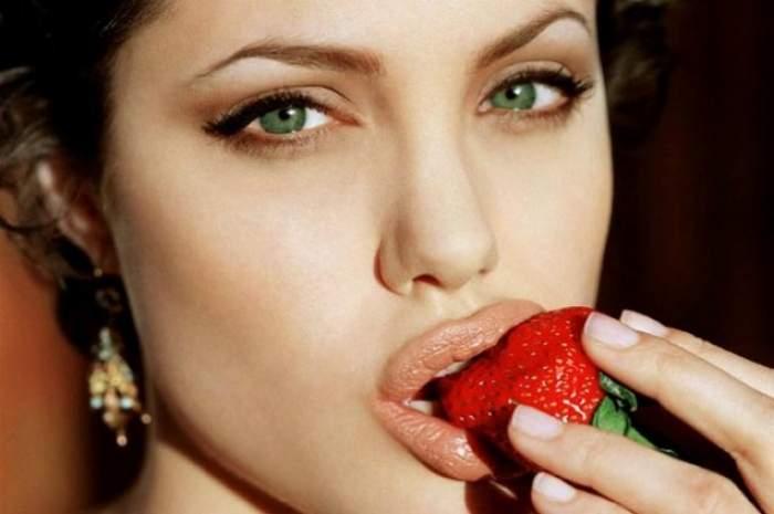 Angelina Jolie are o sosie! Seamănă ca două picături de apă
