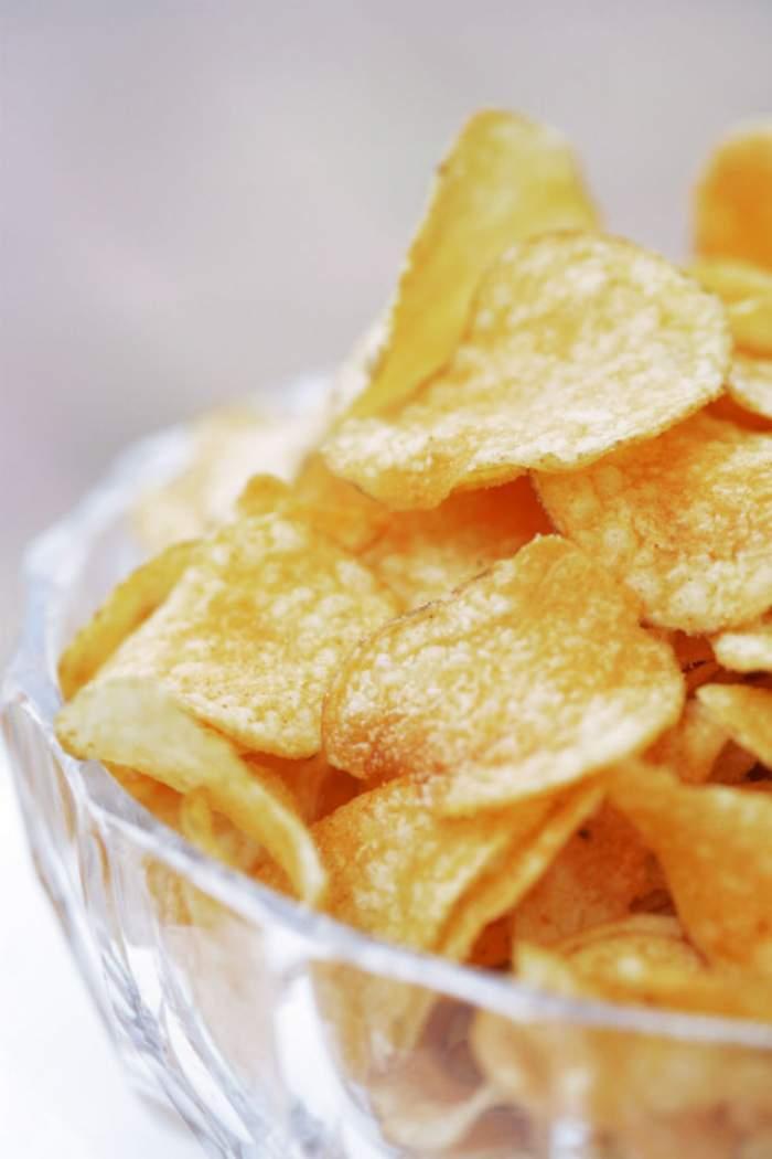 VIDEO UTIL / Cea mai simplă metodă de preparare a chips-urilor de cartofi!