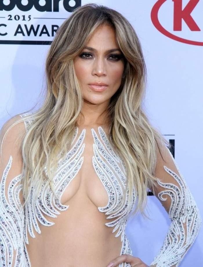 ÎNTREBAREA ZILEI - LUNI: Cum să ai părul ca Jennifer Lopez sau Beyonce peste noapte? Iată cum te poţi transforma