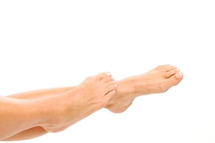 Cum scăpăm de senzaţia de picioare umflate din timpul verii