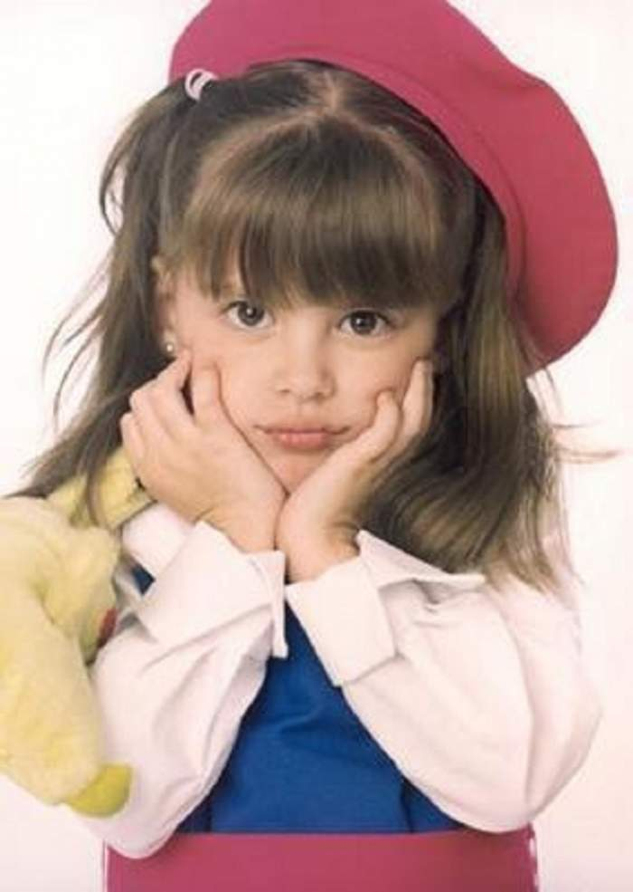"""O mai ţii minte pe fetiţa din telenovela """"Îngeraşul""""? Vezi cum arată acum Dulce Maria! S-a transformat total!"""