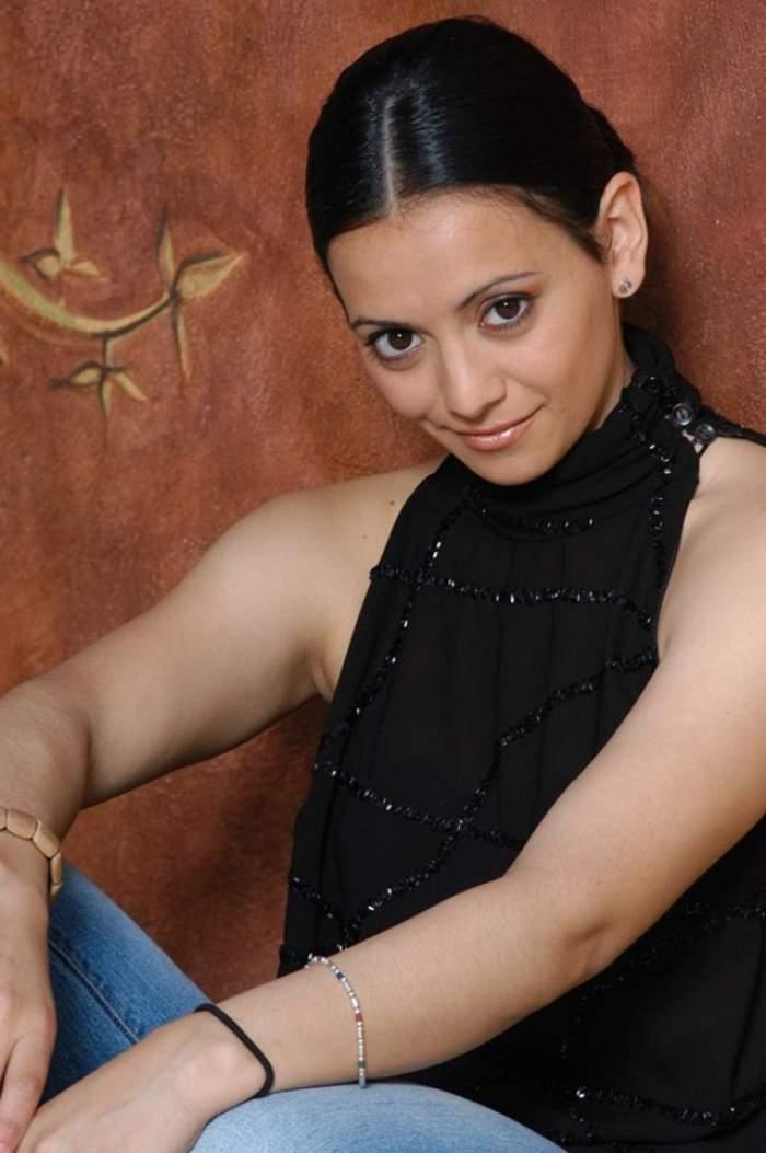 VIDEO / Ţi-o mai aminteşti pe Analia Selis? Cântăreaţa s-a TUNS SCURT şi are COLĂCEI! Cum arată în costum de baie