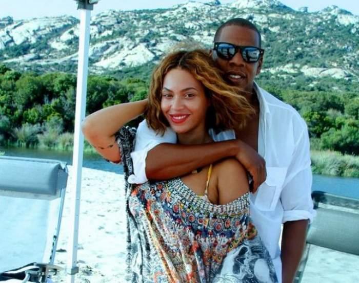 Beyonce a pozat fără lenjerie intimă în Vogue