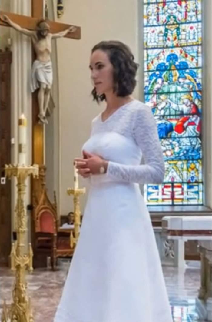 """VIDEO / O """"virgină consacrată"""" s-a măritat cu Iisus! Sute de oameni s-au strâns să vadă ceremonia. Toţi au rămas fără cuvinte când mireasa a spusa """"DA"""""""