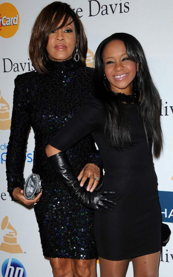 Primele imagini de la ceremonia religioasă a lui Bobbi Kristina! Cum arată coşciugul fiicei lui Whitney Houston?