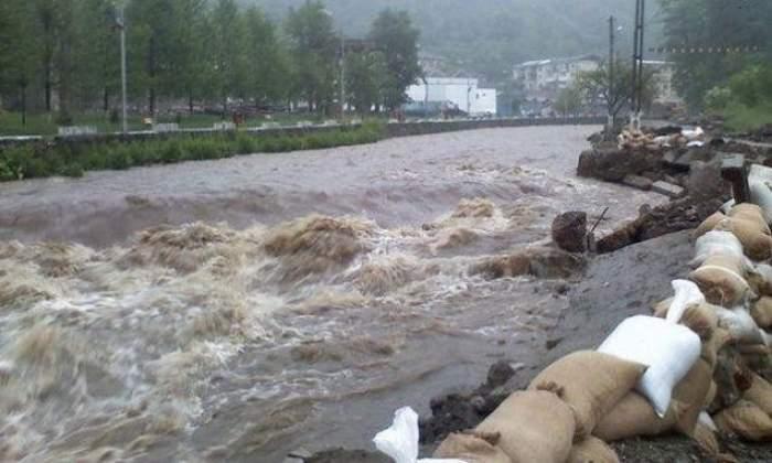 Atenţie la ploi! Cod galben de inundaţii pentru trei râuri mari din România