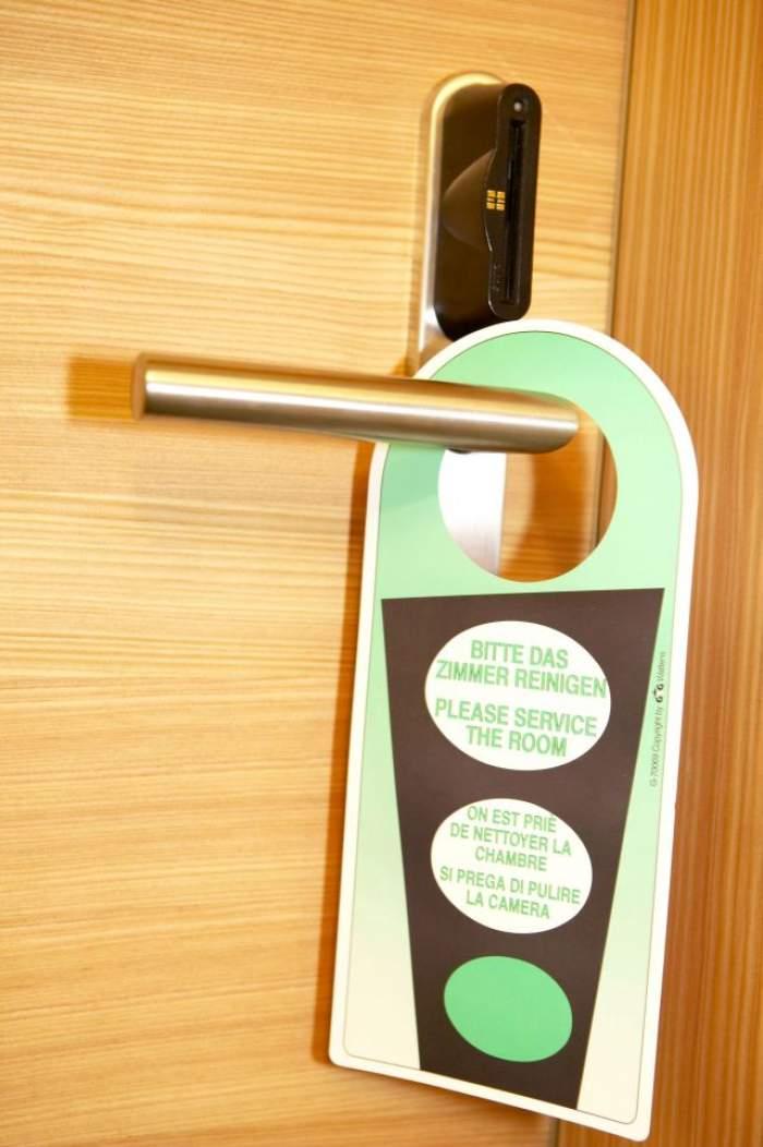 Nu i-a venit să creadă ce vede atunci când a deschis uşa! Ce a descoperit un angajat al unui hotel în una din camere?