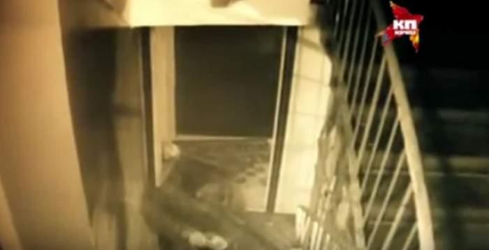 VIDEO / Caz înfiorător în Rusia! O bătrână considerată canibală a fost filmată în timp ce transporta un cadavru