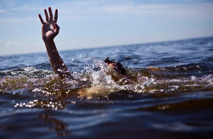 TRAGEDIE la Costineşti! Un tânăr este dat dispărut după ce nu a mai ieşit din mare