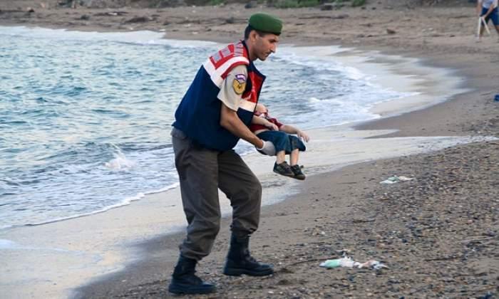 DRAMA lui Aylan s-a repetat. Încă un copil de refugiat şi-a găsit sfârşitul într-un mod TRAGIC