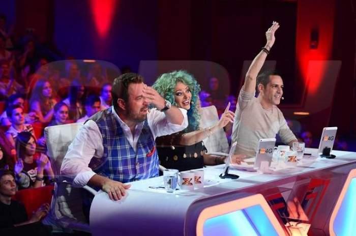 """L-a dat pe spate la propriu! Horia Brenciu cade sub pupitrul juriului la """"X Factor"""""""