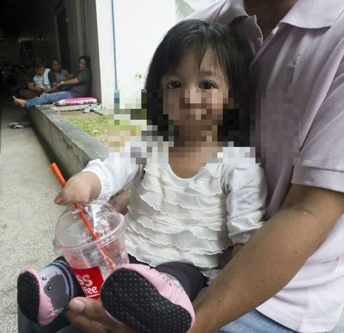 Ea este fetiţa care s-a născut cu gura sigilată. 3 ani a fost hrănită pe nas. Cum arată după ce a fost operată