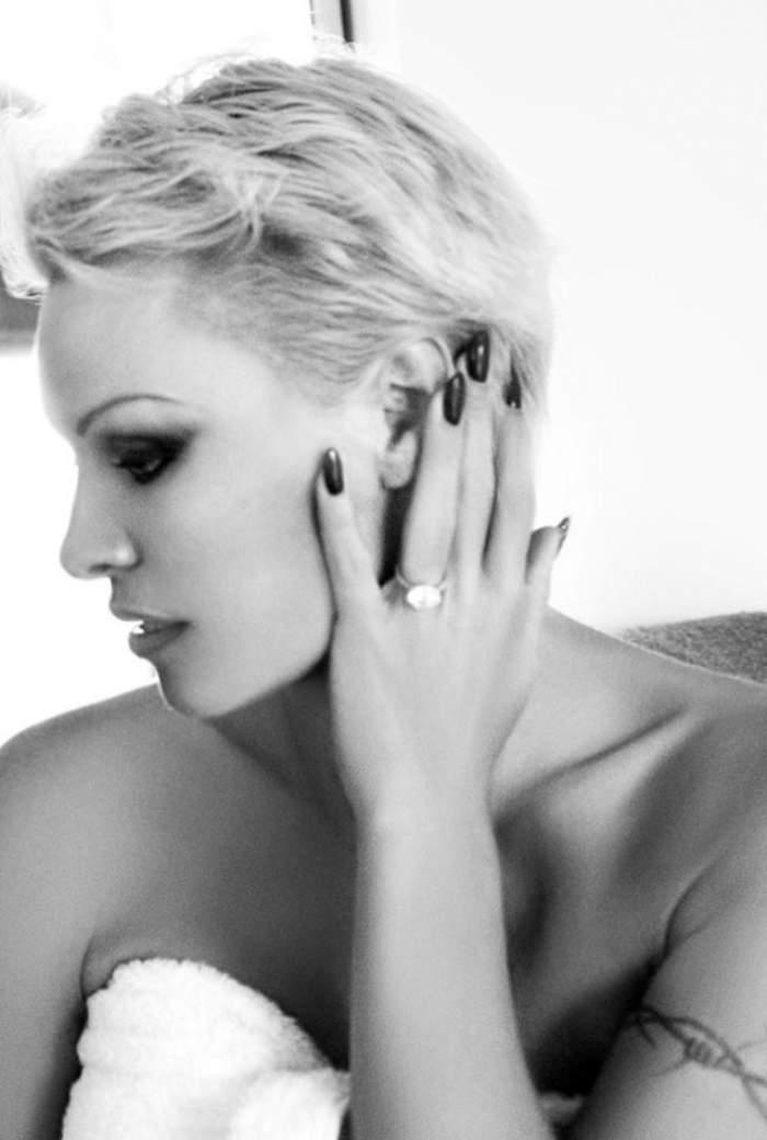Pamela Anderson îşi scoate la licitație inelul de logodnă de la fostul iubit!