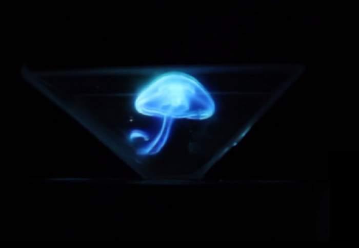 VIDEO / ÎNTREBAREA ZILEI: DUMINICĂ - Cum faci o hologramă cu ajutorul telefonului mobil