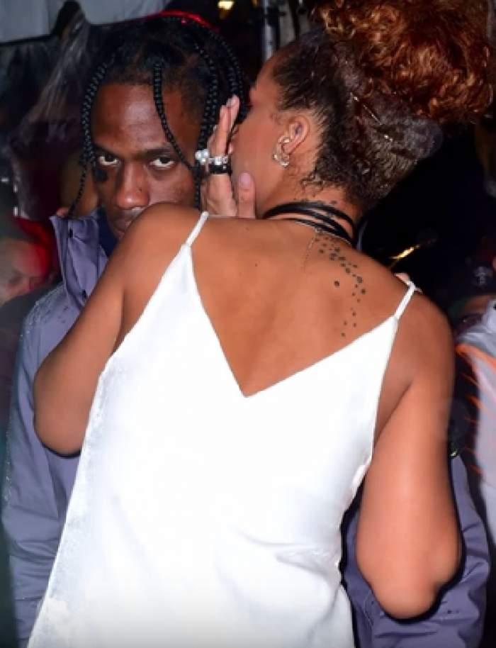 Am trăit să auzim şi asta! Rihanna are nevoie de binecuvântarea fostului iubit, pentru a-şi reface viaţa